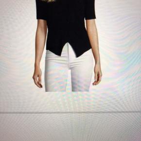 Super smuk bluse den er ny med tags og aldrig brugt kun prøvet  Super smuk😊😊
