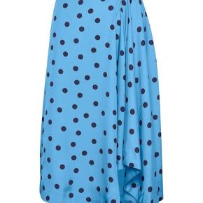 💙Jeg sælger min elskede nederdel i blå med prikker fra Gestuz💙  NP 800