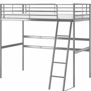 Sengestel UDEN madras, grå, mærke: Svärta fra Ikea, i fin stand, ingen skrammer af betydning, måler: 208x97x186. Mål til madras: 200x90. Sælges usamlet incl skruer og stumper