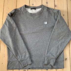 Lækker bluse fra Acne i grå. Har været på 5-6 gange
