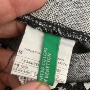Benetton bukser 128  - fast pris -køb 4 annoncer og den billigste er gratis - kan afhentes på Mimersgade 111 - sender gerne hvis du betaler Porto - mødes ikke andre steder - bytter ikke