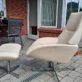 Velholdt lænestol i  ægte læder.
