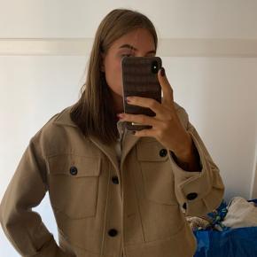 Sælger min skønne meotine jakke, dog kan jeg ikke finde pelsen.  Størrelse: S-M Np: 2000kr  Mp: 800kr