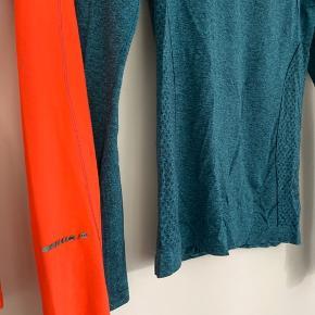 Den turkisblå trøje er næsten som ny - så standen er angivet efter den røde, som har meget lidt slid som ses på ærmet på billede to ☺️ 1 = 140 2 = 220