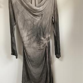 Nü kjole eller nederdel