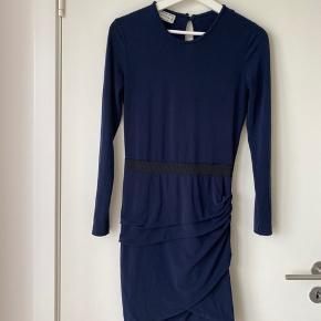 Meget pæn kjole.   Mængde rabat gives ☺️