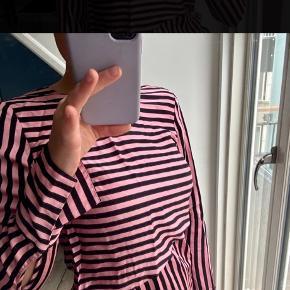 Fin bluse fra H&M trend  Kan afhentes på Frederiksberg eller sendes (køber betaler porto) 😊