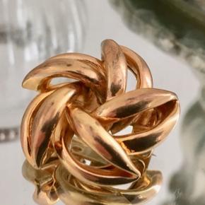 Broche, flot i pæn stand, måler 2,6 cm i diameter.  Se også mine andre annoncer