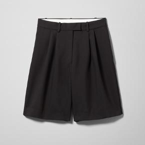 Kun prøvet på, kom hjem med en forkert størrelse :) Mærket er taget af. Model: Parker Shorts.