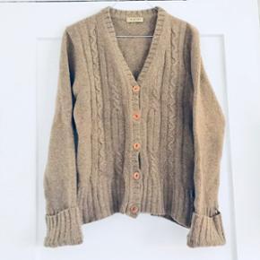 ✨100% lammeulds strik cardigan i brun fra Sand Basic.   ✨Str. XL ( lille i str. En M-L)   ✨ NP: omkring 999-1200kr