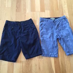 Brugt et par gange. De mørke blå er fra Blend og str S. Vasket 1 gang. Begge par er i samme størrelse. Min søn kunne passe dem da han var 13 år.