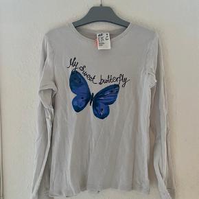 Bluse 134/140  -fast pris -køb 4 annoncer og den billigste er gratis - kan afhentes på Mimersgade 111 - sender gerne hvis du betaler Porto - mødes ikke andre steder - bytter ikke