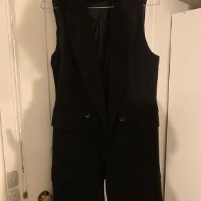 Sælger denne populære og udsolgte Zara vest i sort, ARKET har lavet en lignende 🌸 fremstår pæn og velholdt! Mp er 300
