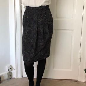Flot retro nederdel med et kinesisk mærke