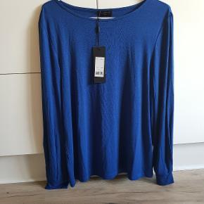 Smukkeste bluse, fejler intet, sendes med Dao:)
