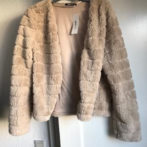 Gina Tricot pels- & skindjakke