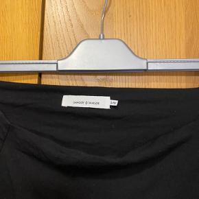 Stram sort kjole fra samsøe samsøe. Brugt få gange.  Størrelse M