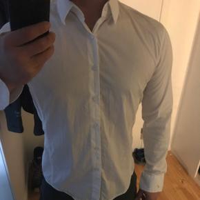Lettere gennemsigtig skjorte