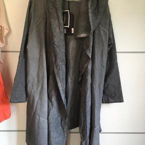 Lækker cardigan/jakke - OBS plus size medium, men kan bruges af mange forskellige størrelser 😉