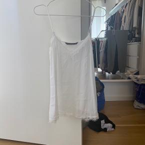 Hvid top med blonder fra Zara  Passer XS og S Aldrig brugt