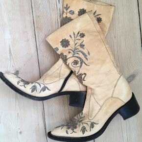 cowboystøvler med broderier sælges eller byttes
