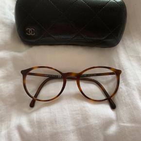 Læsebriller med +0,5 i styrke Aldrig brugt Ingen skader eller ridser Købt for et år siden til ca 3000kr