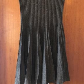 Flotteste plisserede brune glimmer nederdel fra Zara i str S.