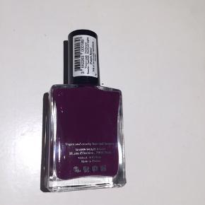 Helt ny uåbnet neglelak fra Manucurist Paris i farven Purple Spinel.