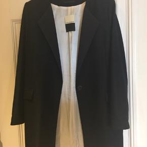 Er fin, lang blazer/ frakke