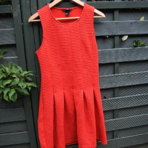 💃 Stylish Skater Dress size S, but can fit M as well 🛑 The material is thick, so it suits spring/ winter season. 🎄Great Christmas dress ℹClick on the picture to see full size