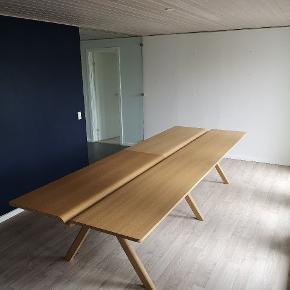 Byd gerne 🙏 HAY CPH spisebord - unikt spisebord som er specielt designet. Nypris 36.000 kr.  Mål: 340 x 120  Plads til 12 personer.