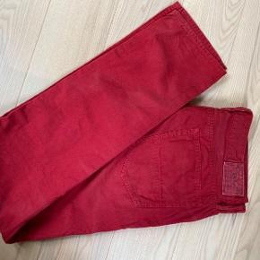 Jeans, Ralph Lauren, str. 34, Næsten som ny  Jeans i flot rød farve i sej vask.. str 34/34.  Model varick slim straight. Se foto for model. Ikke brugt meget. Sender gerne.