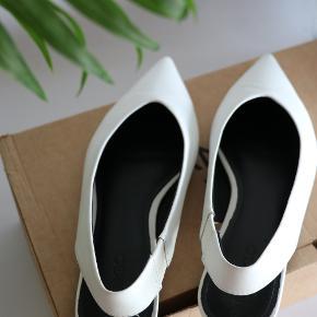 Fine slingback sandaler fra Mango i skind.   Brugt max.3 gange.