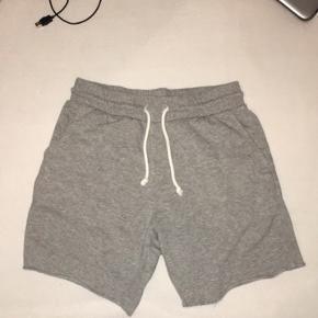 3 par shorts fra h&m alle passer mellem 165-180 ca, 75kr pr par tag dem alle for 200kr