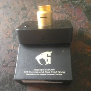 528 Custom and Blue Eyed Goon this is a high quality and rare RDA from the USA,gives a super flavor new price is 750kr make a bid