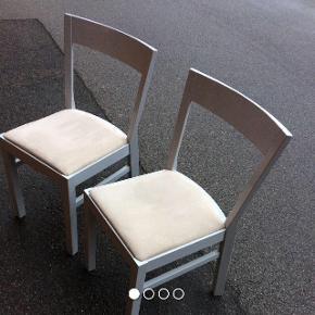 Sælger de har søde stole, da jeg simpelthen ikke har plads til dem mere.🙂 stoffet skal nok skiftes, så det er derfor jeg sælger dem så billigt.