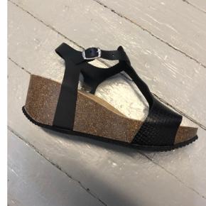 Superlækre sandaler str 40 fra Tim og Simonsen Sålen former sig efter din fod, så superbehagelige at gå i