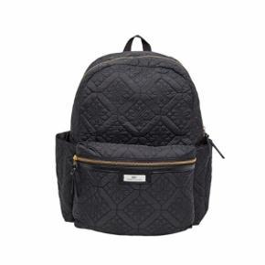 Day Birger et Mikkelsen rygsæk, god men brugt, dog er mærket guld hardware, men kunne ikke finde et billede af den på nettet. Skriv pb for billede. Np: 900