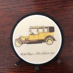 """Flot retro metalskilt med knage. Billede med Rolls Royce. Stand: flot """"Silver ghost"""" 1911 Smid et bud 🌸🌸"""