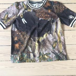 Bluse Farve: Sort Oprindelig købspris: 350 kr.