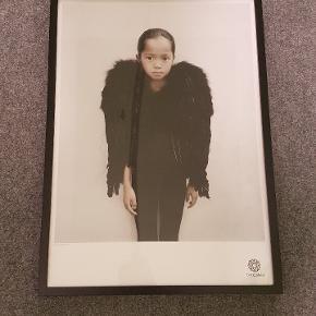 Plakat af kunstneren Vee Speers - The birthday party #3 50x70cm  Sælges inkl ramme
