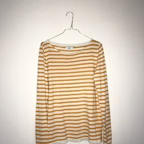 Gul/hvid-stribet sweater fra Envii.