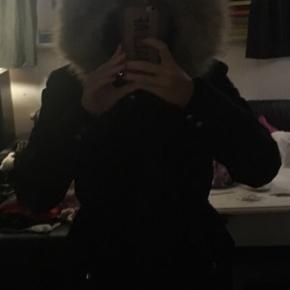 Super god jakke, dejlig varm, får den dog ikke brugt desværre :-)