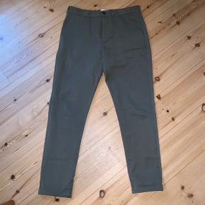 WAC - WEARECPH Janzik bukser i oliven grøn.  32/34  Brugt max 3 gange.  Lækker, blød og behagelig buks.   Åben for dialog.