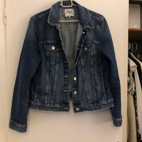 Zara jakke brugt 1-2 gange