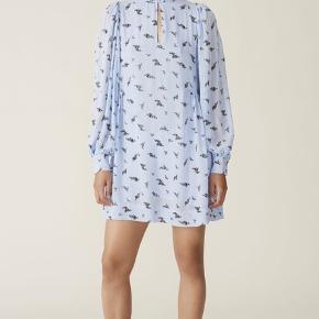 Helt ny kjole fra Ganni's nyeste kollektion. Mærket sidder stadig i.