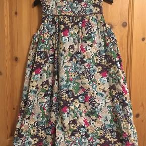 Varetype: Kjole / tunika i fløjl Farve: Multi  Rigtig sød kjole / tunika i babyfløjl med balloneffekt.   Kan sendes med DAO for 35 kr.