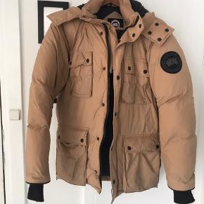 Canada Goose Artic Program jakke. Str. M/M God men brugt. Fejler intet. Skal evt. Renses Nypris; 8500 kr