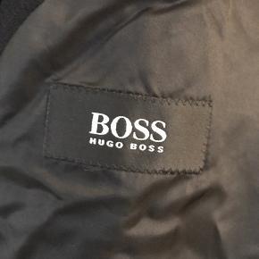 Hugo Boss vinterjakke lang trenchcoat  Dejlig varm  Fitter meget Stort - XL /XXL Fantastisk stand