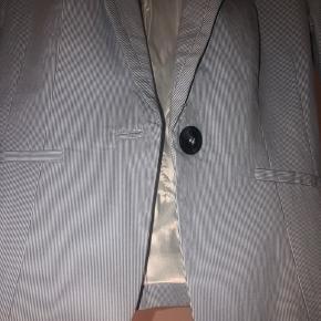 Blå med små hvide striber. Fejler intet. Fungere som en s. Tjek mine andre annoncer ud!👠